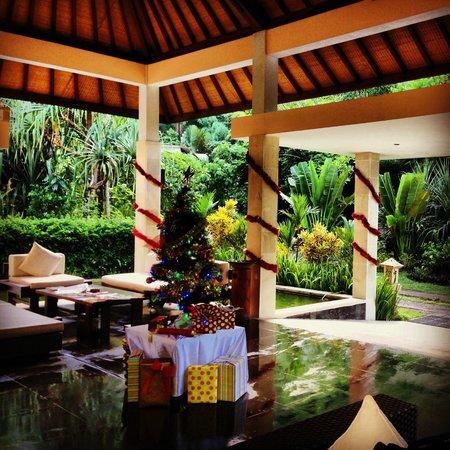 Kebun Villas & Resort: Hotel Lobby, Christmas Season!