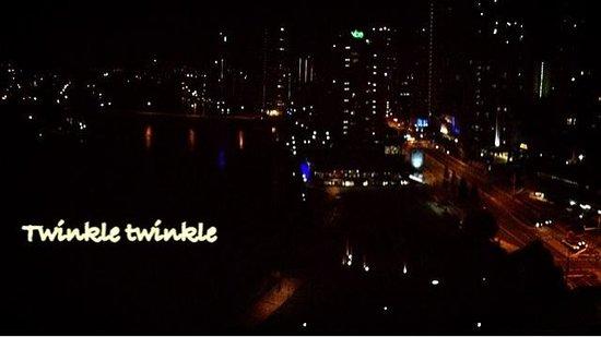 Moorings on Cavill Avenue : Night view w nice breeza