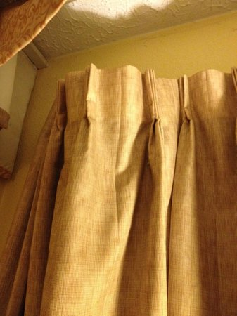 Hawthorn Suites by Wyndham Columbus North : upper left portion of curtain