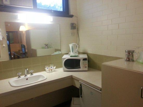 Angaston Vineyards Motel: Kitchenette