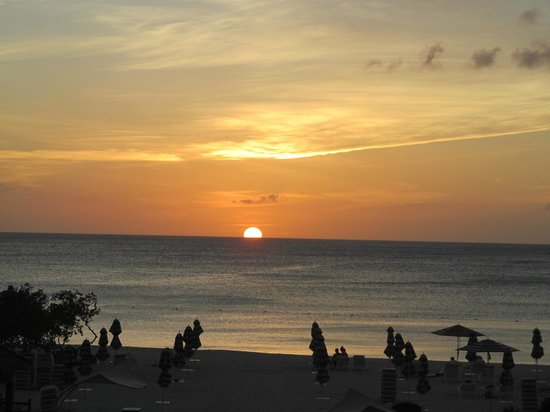 Marriott's Aruba Surf Club: Beautiful sunset on our beach
