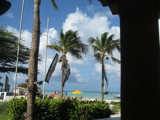 Marriott's Aruba Surf Club: beach