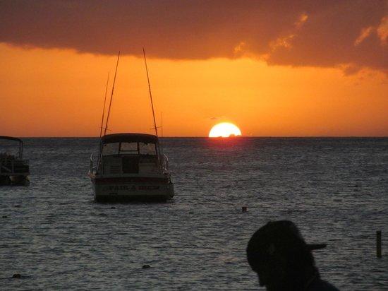 Marriott's Aruba Surf Club: SUNSET ON THE BEACH