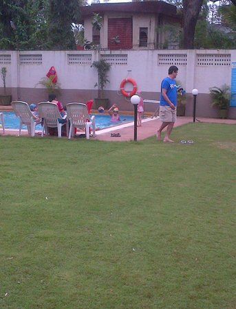 Lonavala - Under the Over, A Sterling Holidays Resort: Swimming pool