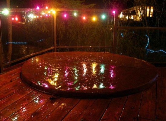 Cottage Lake Gardens Bed and Breakfast: Holiday lights around hot tub on deck overlooking lake