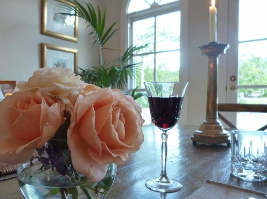 The Villa At Hannam Vale : Dinner table