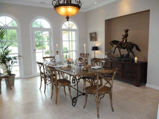 The Villa At Hannam Vale: Dining room