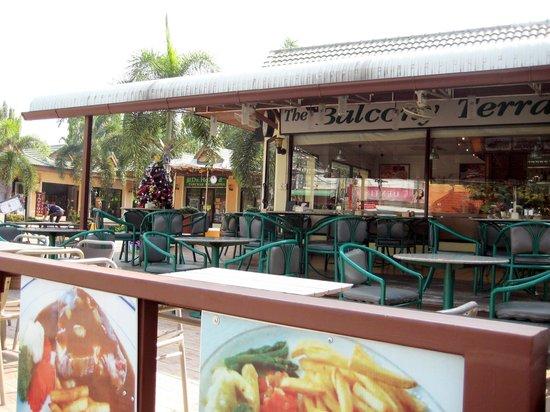 The Balcony Restaurant and Bakery : Terrasse und Café