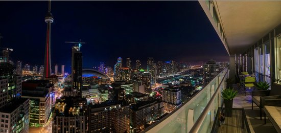 JJ Furnished Apartments & Private Suites Toronto: Night View from the Suite