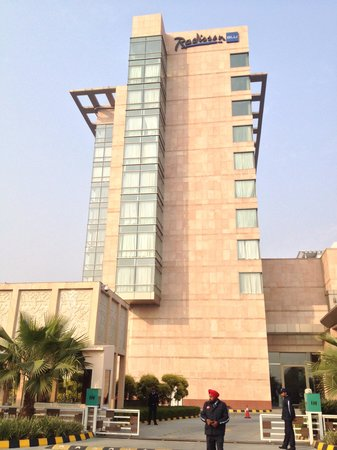 Radisson Blu Hotel Amritsar : Outside Hotel Entrance