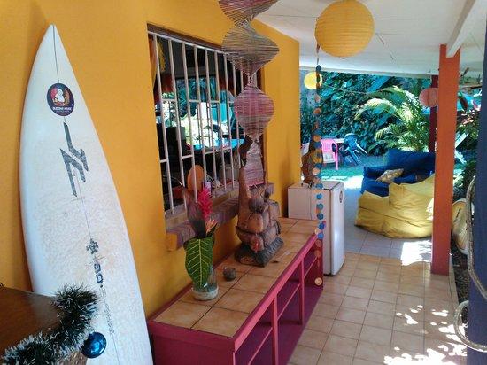 Buddha House Boutique Hostel: Decoración colorida