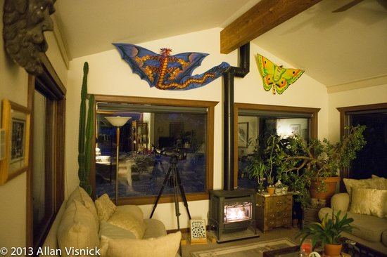 Boreas Bed and Breakfast Inn: Living Room for quiet, conversation or games