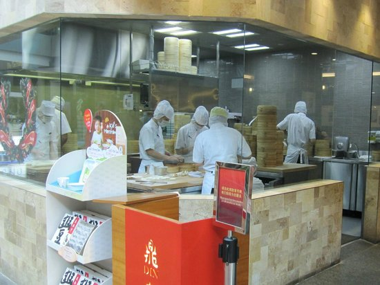 Din Tai Fung (Marina Bay Link Mall): Strict dress code for food preparation