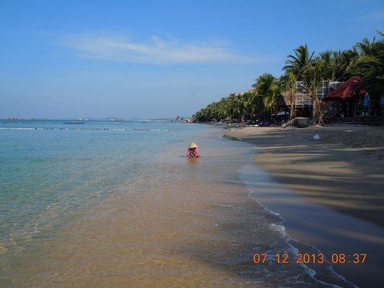 Saigon Phu Quoc Resort: Vista da baía incluindo a praia privativa.