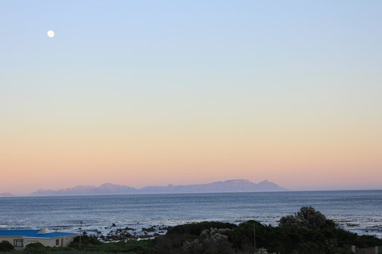 Moonstruck on Pringle Bay Guesthouse : Ocean view from the room