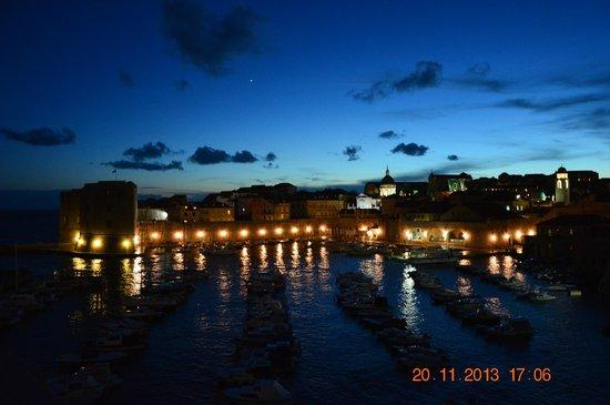 Villa Adriatica : night view