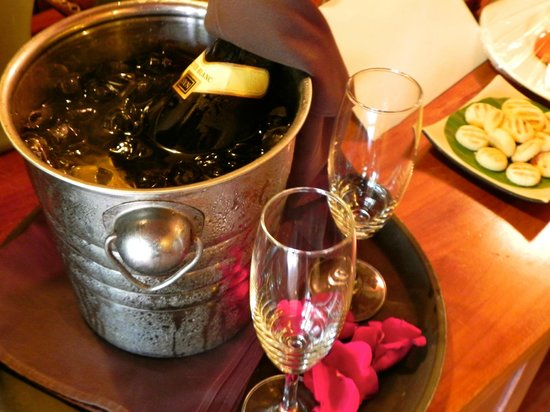 Mia Resort Mui Ne: detalle de champagne