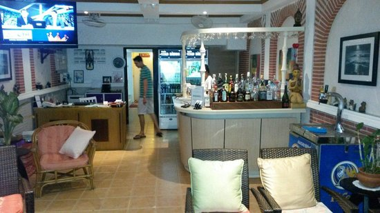 Karon Sunshine Guesthouse, Bar & Restaurant