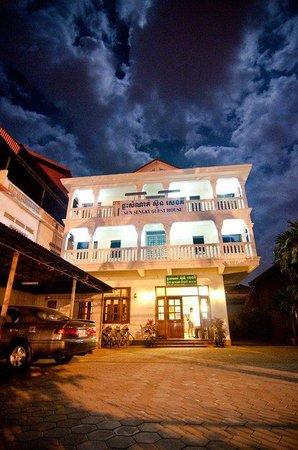 Sun Sengky Guest House: hotel facade