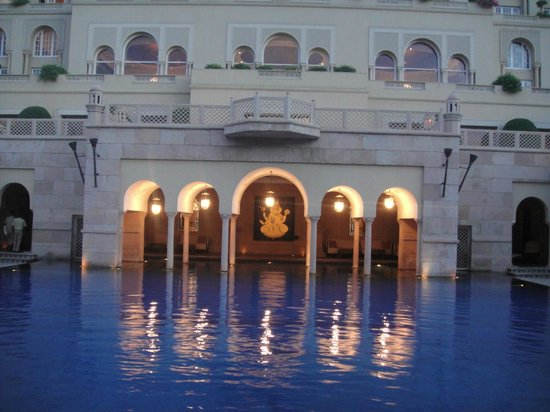 The Oberoi Amarvilas: A corner of the pool