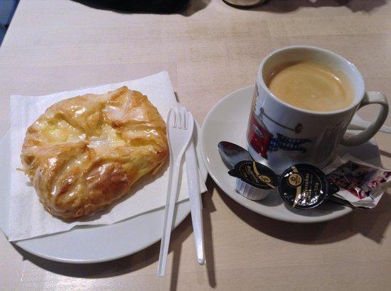 Am Sendlinger Tor: Sendlinger Tor近くのパン屋で食べた朝食