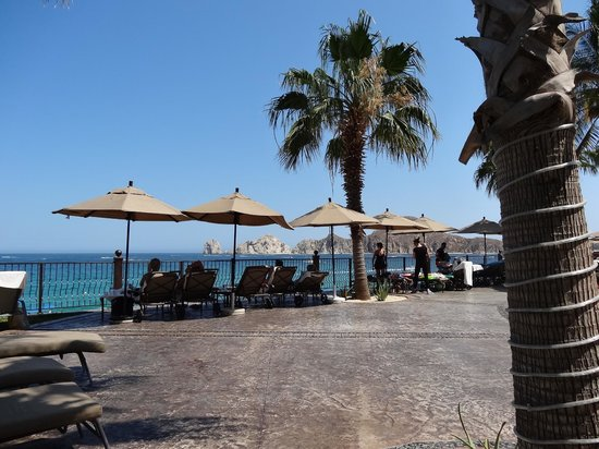Villa del Arco Beach Resort & Spa: some guests don't move from - drinks, food just a glance away