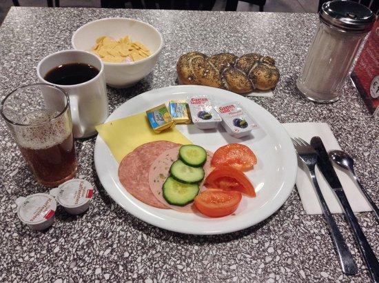 MEININGER Hotel Salzburg City Center: 朝食