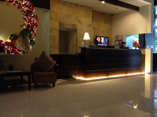 B Hotel : The lobby. Efficient and friendly check in.