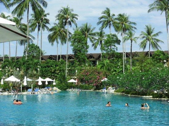 Duangjitt Resort & Spa : piscine principale