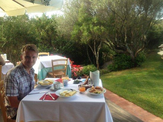 Aldiola Country Resort: Breakfast on the terrace
