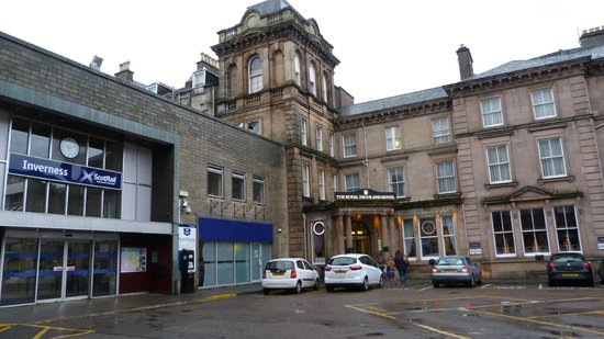Royal Highland Hotel : Right next to the station.
