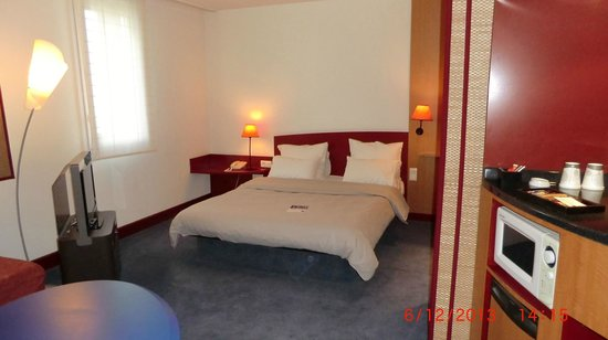 Novotel Suites Lille Europe hotel : Double Bed