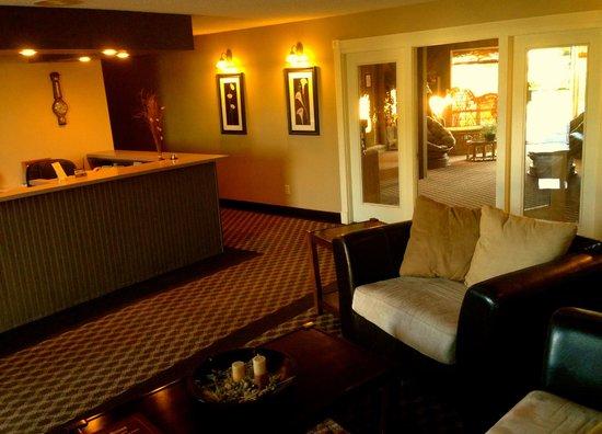 Bilmar Motel & Smuggler's Bar and Grill: lobby