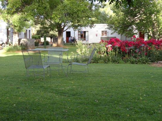 Travalia Guest Farm: lovely shaded gardens