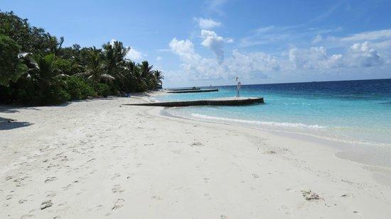Lily Beach Resort & Spa: Plage des beach villas