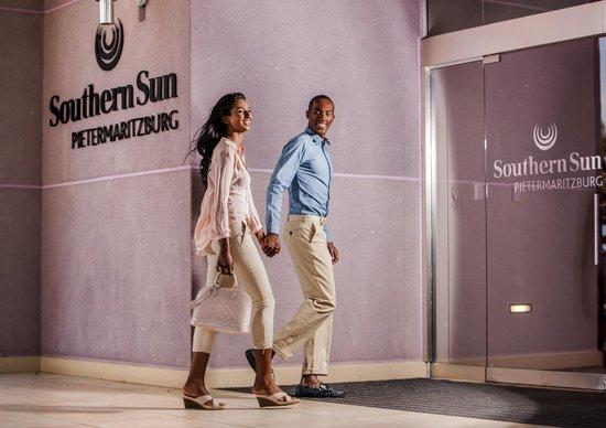 Southern Sun Pietermaritzburg: Entrance to hotel