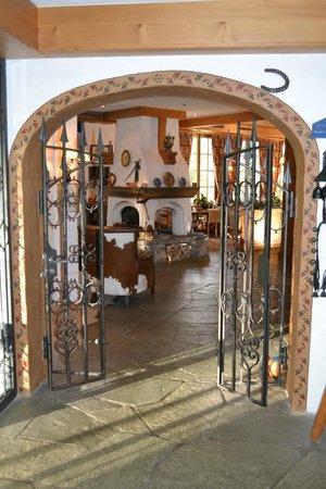Hotel Le Grand Chalet: Eingang Salon und Restaurant