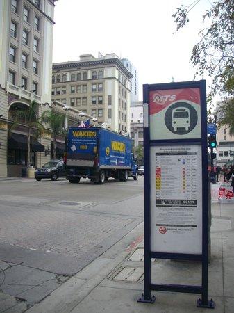 Coronado Bridge: Остановка автобуса в центре Сан-Диего на о. Коронадо