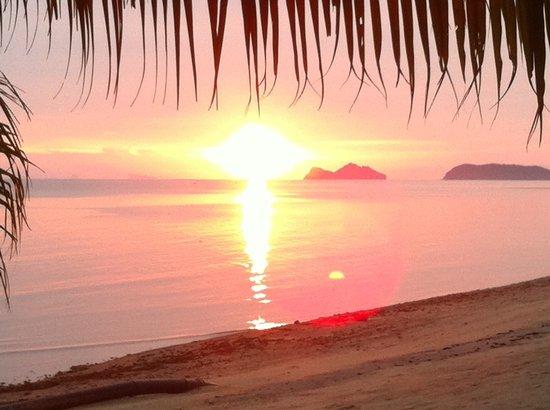 The Scenery Beach Resort: Sunset view@hotel's beach