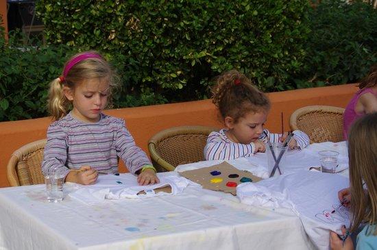 HSM Club Torre Blanca: Pintando camisetas