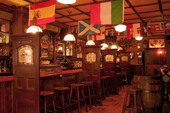 Bull McCabes Irish Bar: GROUND FLOOR