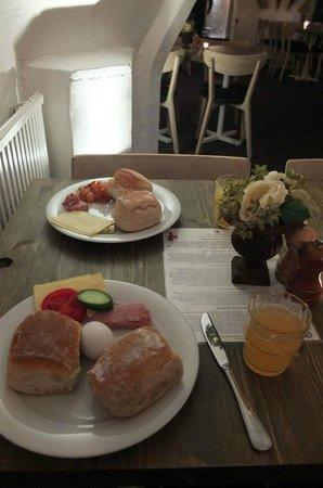Mayfair Hotel Tunneln: Breakfast spread