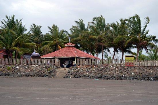 Sheetal Samudra - Mini Goa: Resort has direct access to the beach
