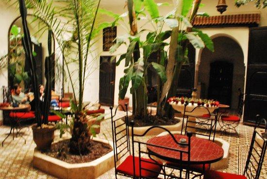 Riad Dar Tayib: El patio