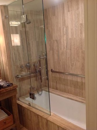 The Tides South Beach: Bath/Shower combo