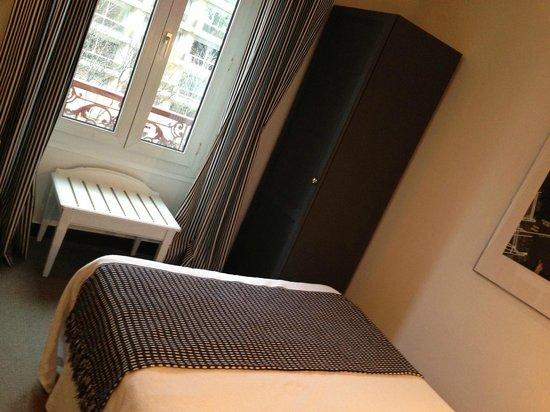 Hotel De La Paix Montparnasse : Bedroom