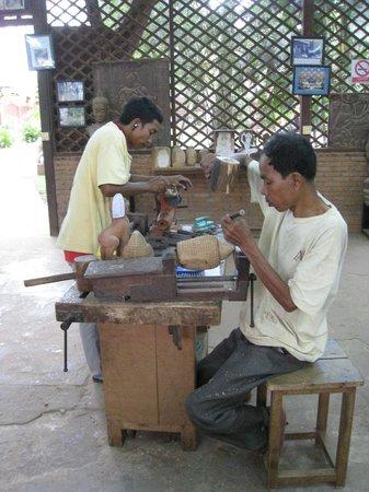 Artisans Angkor: Wood Carving
