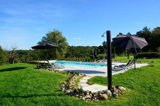 Farniente au bord de la piscine picture of domaine des - Bord de piscine ...