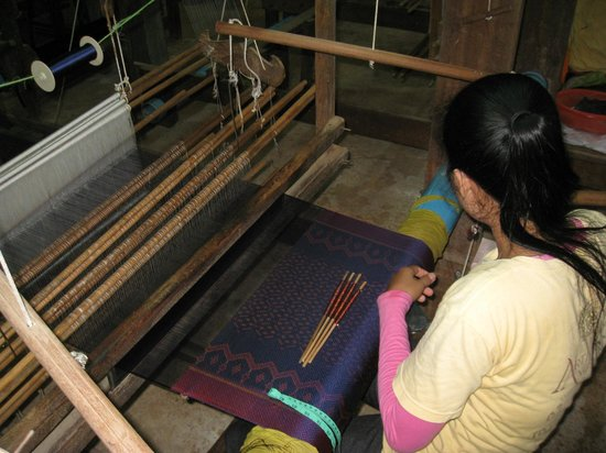 Angkor Silk Farm : Weaving the Silk