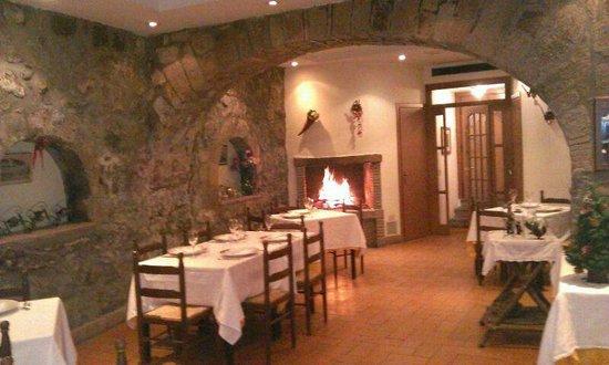 Il Toscano: La fantastica saletta interna, molto accogliente e caratteristica.